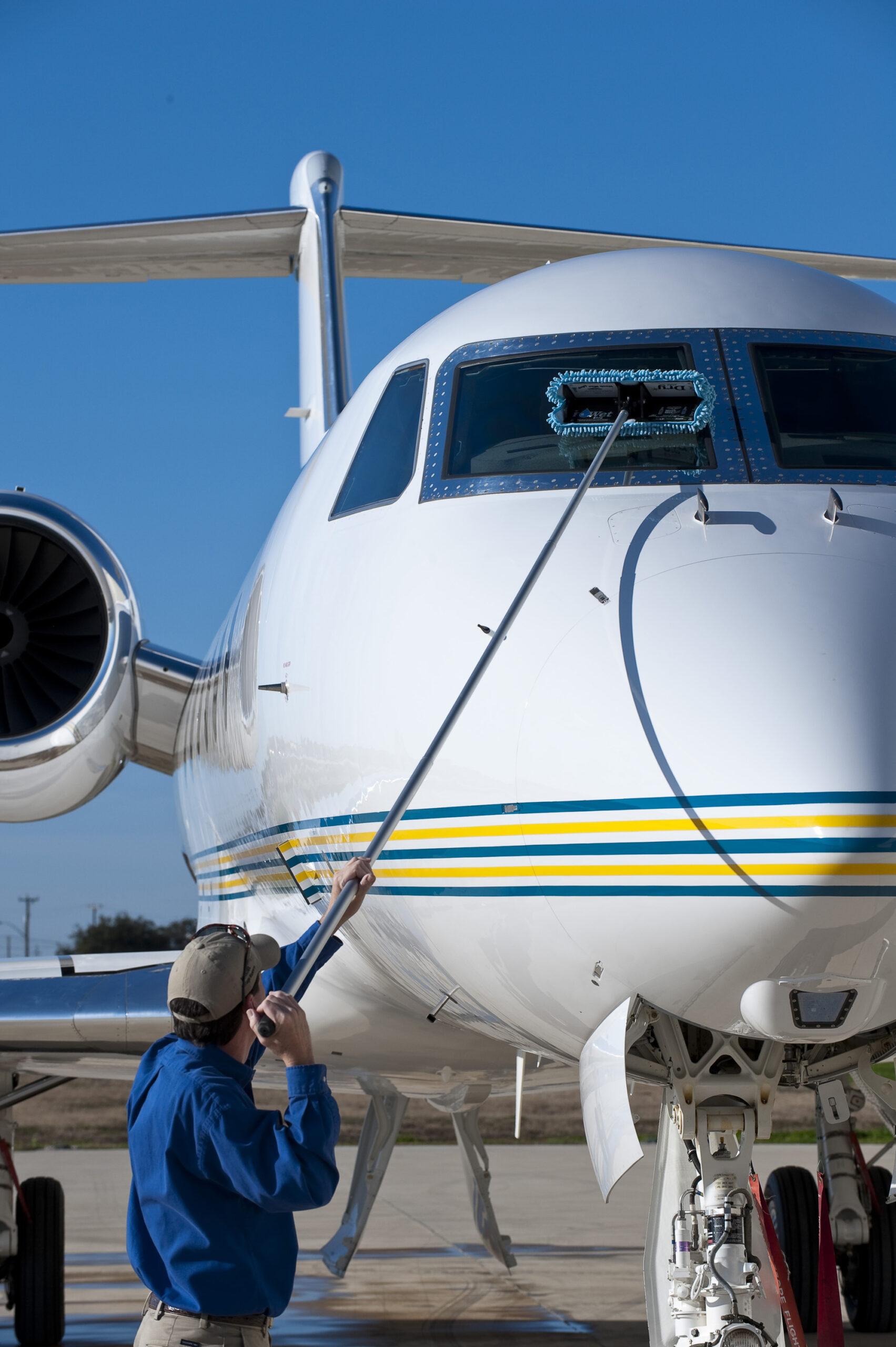 تجهیزات نظافت هواپیما