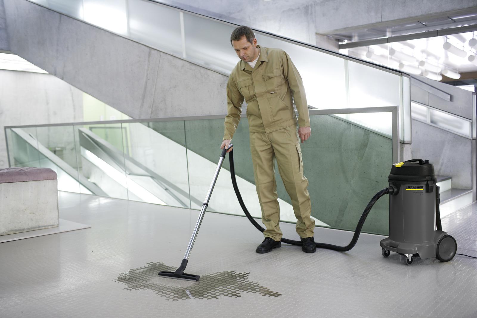 نظافت استادیوم ورزشی